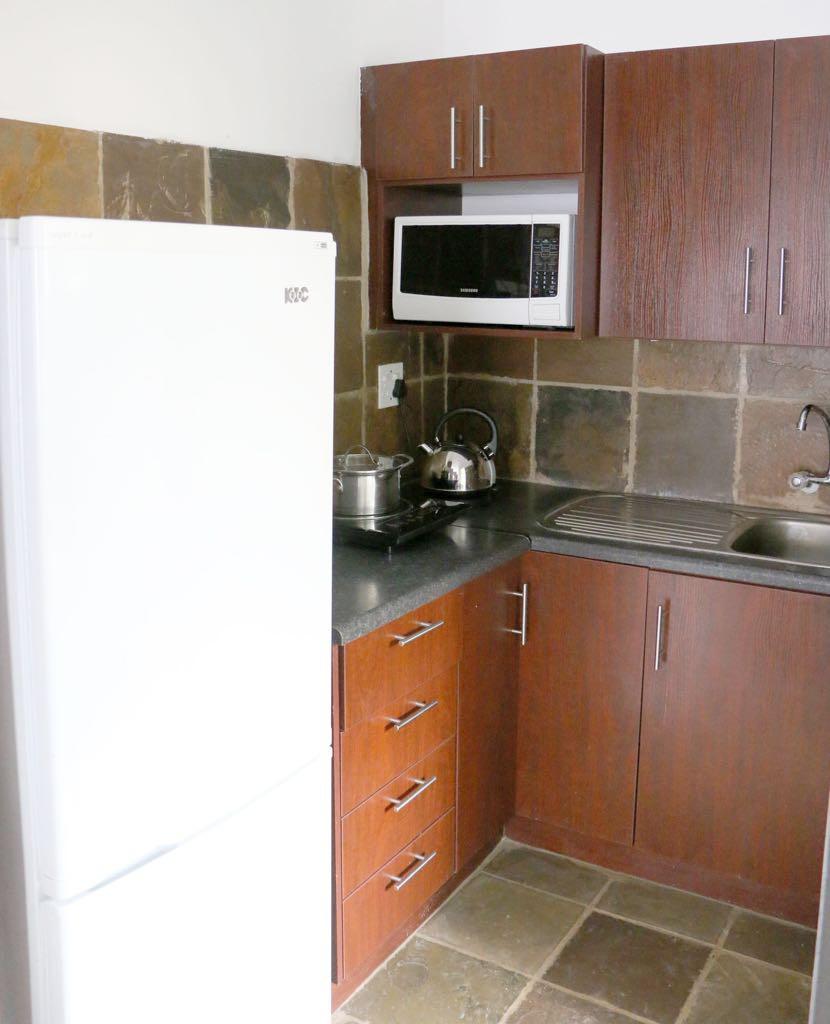 Menlo Park Apartments: Menlo Park Bachelor Apartment 1
