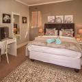 Top floor bedroom, bathtub en-suite, private balcony with view of the Robberg,