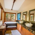 Tamboti Cottage bathroom