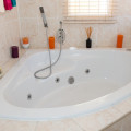 Jacuzzi in Deluxe Double Room Bathroom