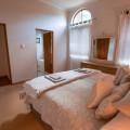 6c Main bedroom