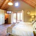 2nd Bedroom with 2 single beds & en-suite bathroom