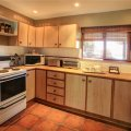 Fully equipt kitchen with washing machine & tumble dryer