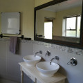 bathroom cottage for 4