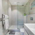 King En suite bathroom