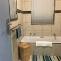 Shared bathroom - fin