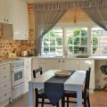 One Bedroom Cottage: Fully equipped kitchen