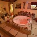Honeymoon Suite Jacuzzi - 600 Litres