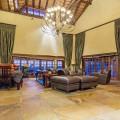 Tholo livingroom (booking com)