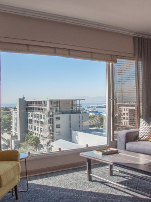 1 Bed luxury apartment in Green Point.