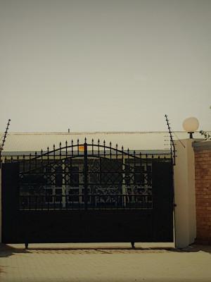 20190403_Graceland Entrance 7