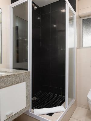 213 Bathroom