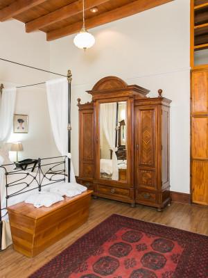 Double Antique Room