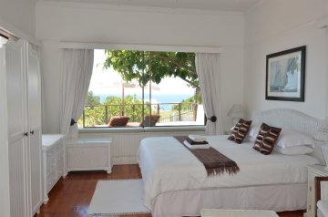 Ocean room. Main bedroom, with sea view from your bed