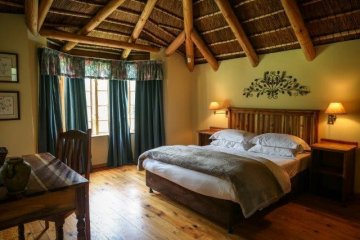 Two bedroom cottage - main bedroom